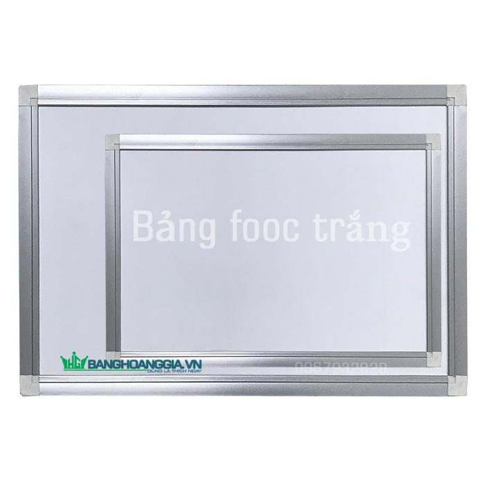 Mặt bảng lót bằng một tấm ván MDF 6 ly vân gỗ chống ẩm, chống cong vênh