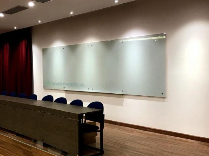 Thông thường bề mặt bảng kính gồm 2 hoặc 3 lớp